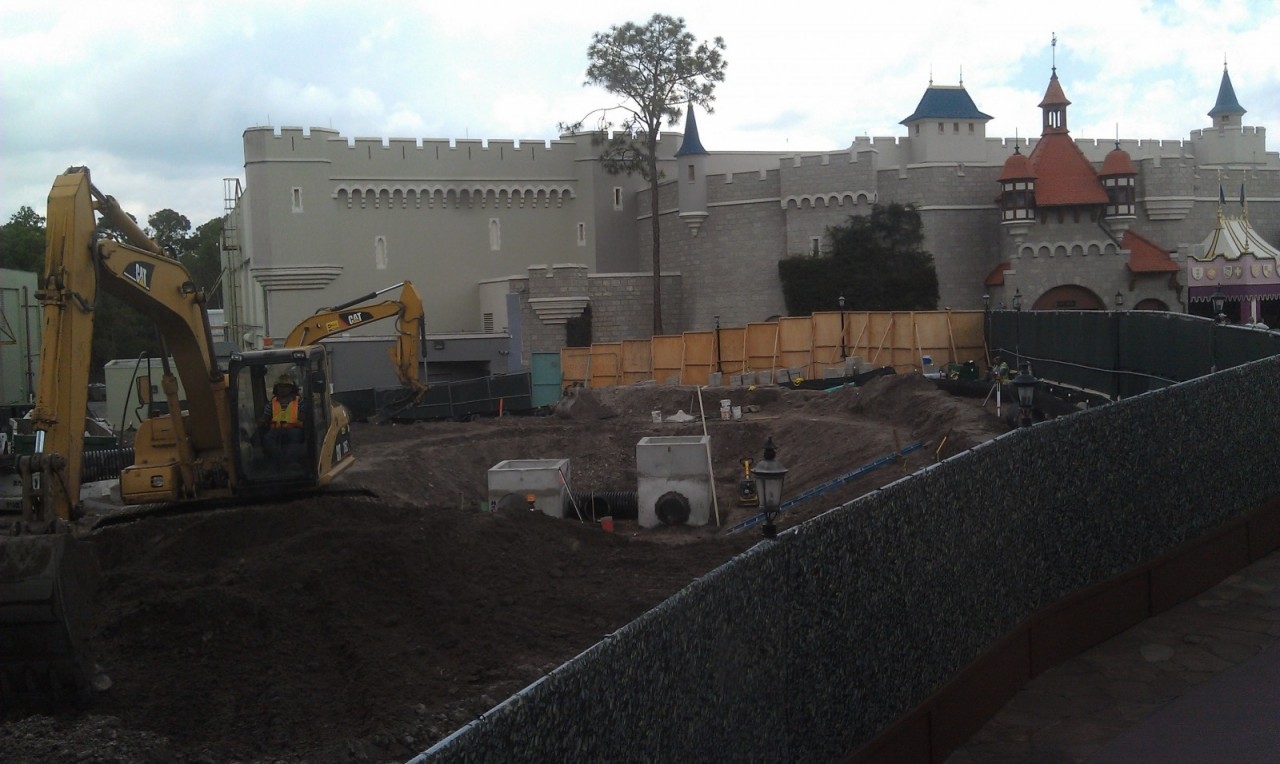 A look at the work where the former slyway station was in Fantasyland.  The better wondows were taken..