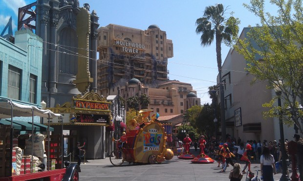 A look down Sunset Blvd as the Pixar Pals are rolling into position for their show.