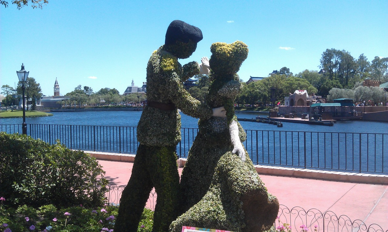 Cinderella and Prince Charming topiaries.