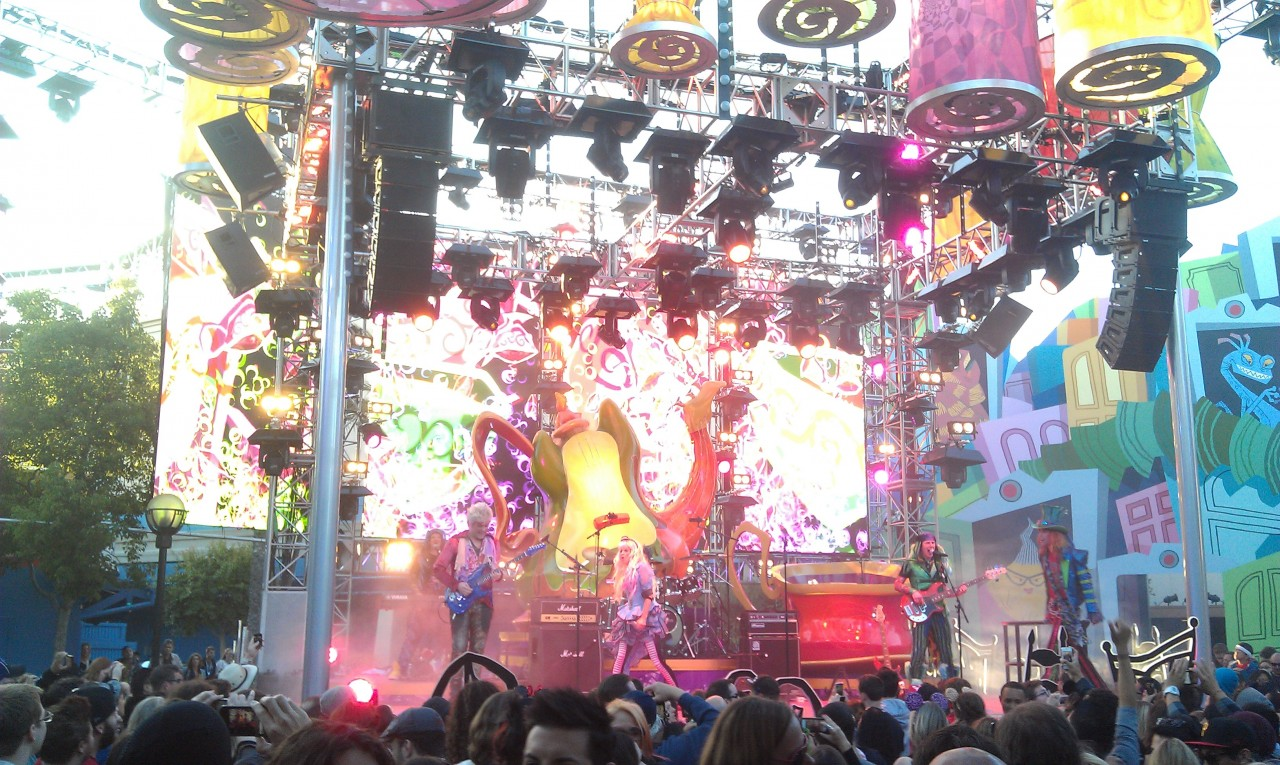 Alice joins the band at the Mad T Party