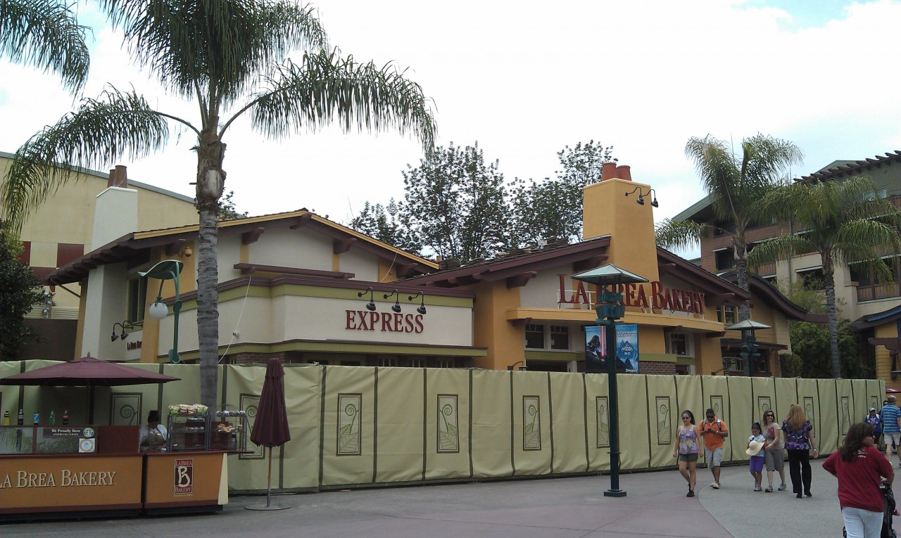 I will be roaming the #Disneyland resort this afternoon.  First up a look at the La Brea bakery