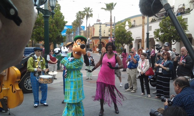 Goofy joins the show