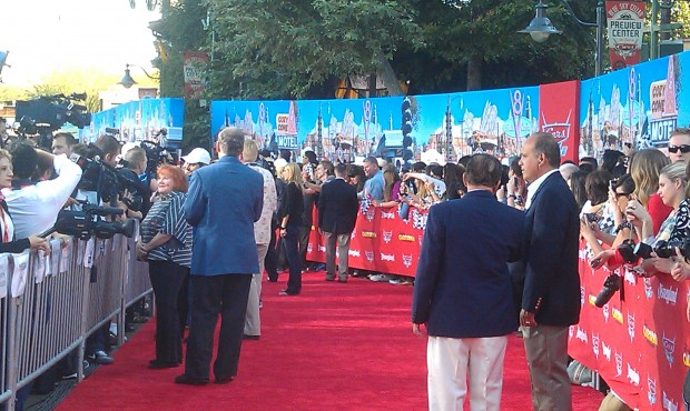 People are starting to make their way down the Red Carpet.