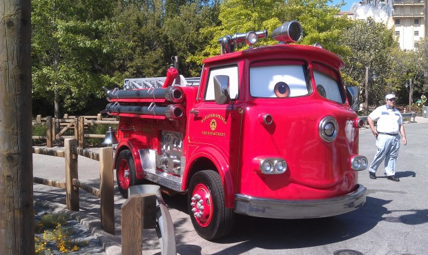 Red pulling in for his photo op in #CarsLand