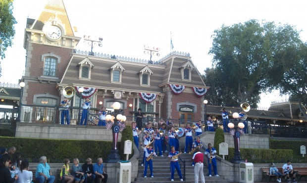 The 7:15pm All American College Band set at the Main Street Train Station.