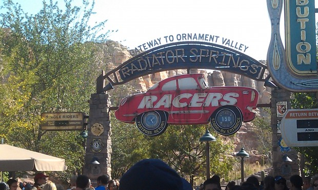 The Racers Stand By line is only 150 minutes (2.5 hrs) in #CarsLand this afternoon.
