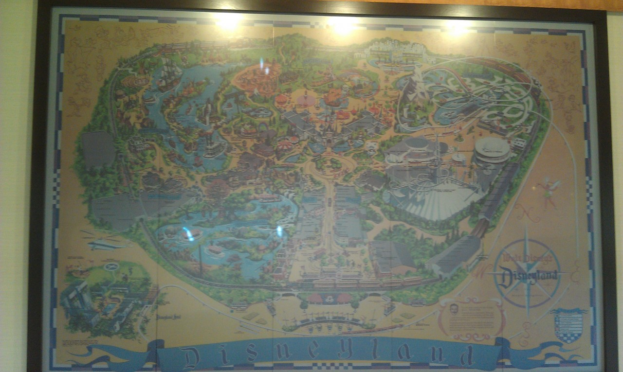 The map at the Disneyland Hotel entrance now has some animations that cycle.