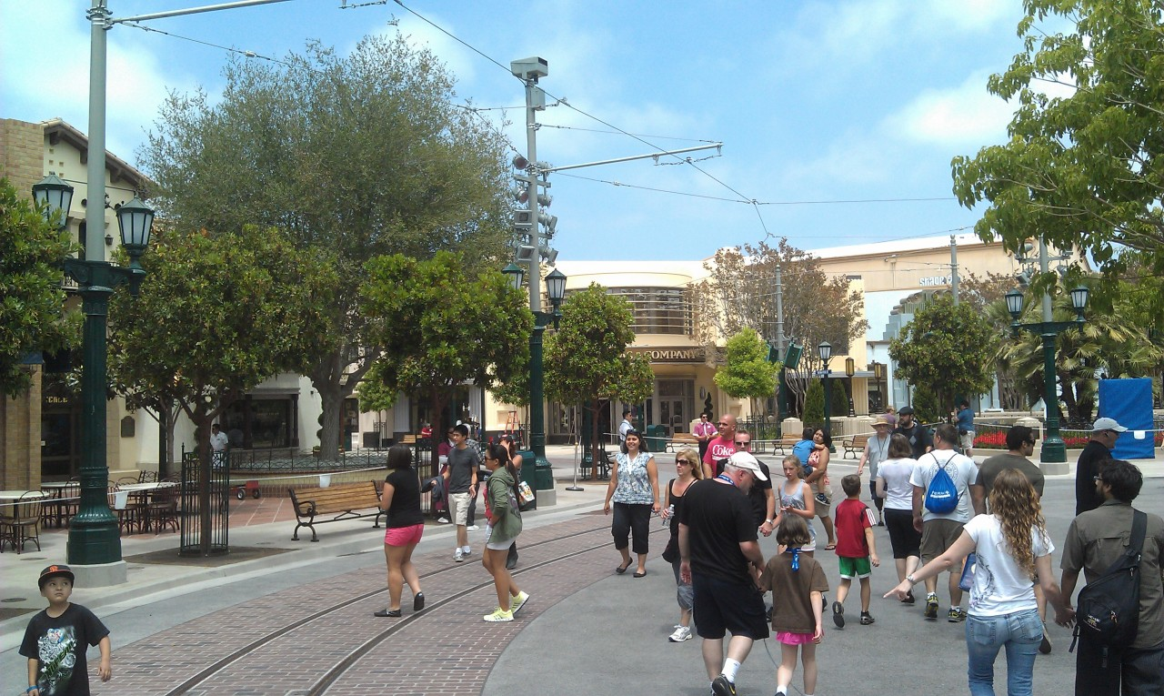 The walls are down around #BuenaVistaStreet in Carthay Circle