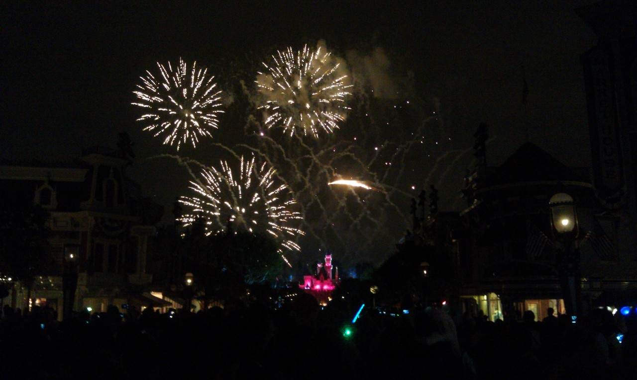 4th of July fireworks at #Disneyland tonight