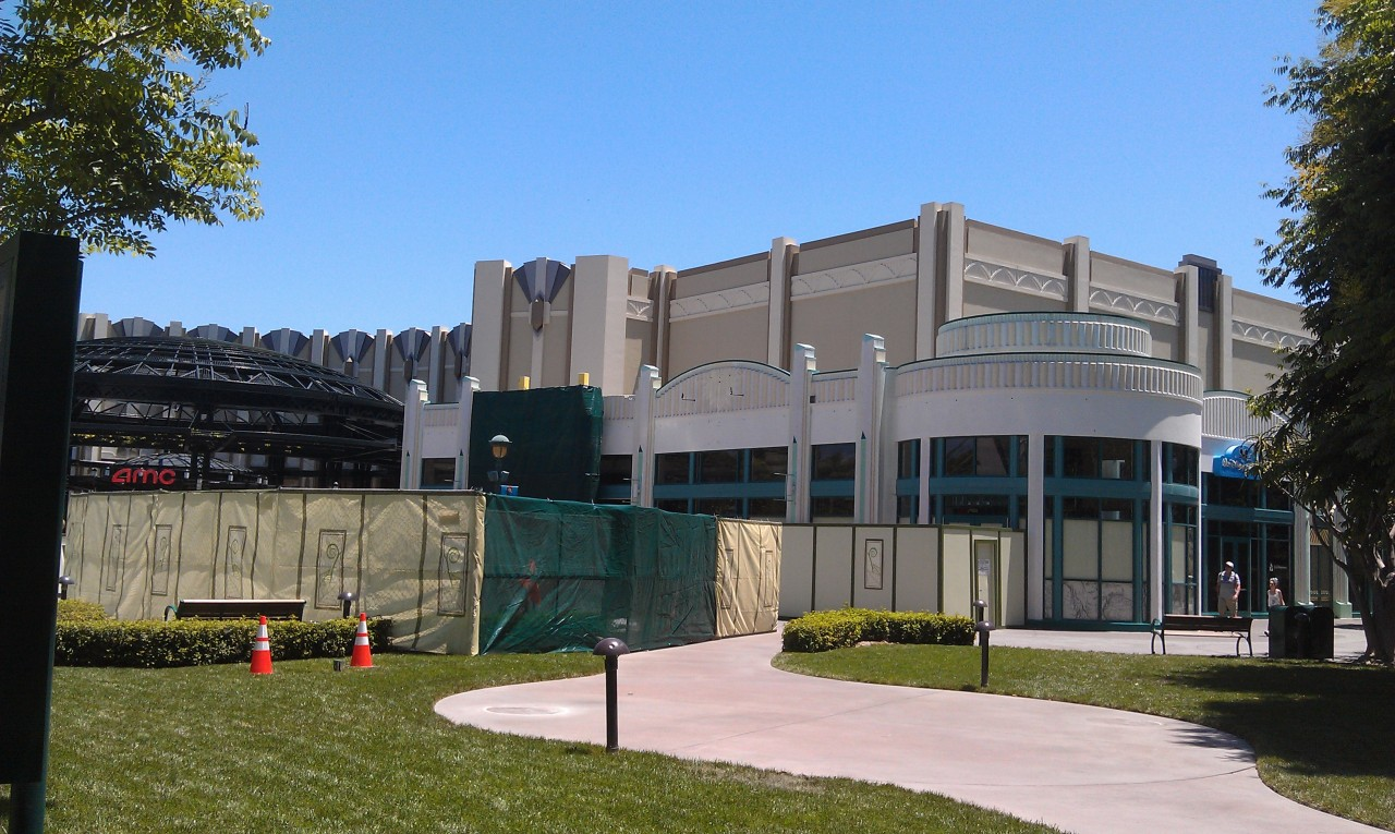 Starting off today at tge #Disneyland Resort in Downtown Disney.   A check in on Earl of Sandwich work.