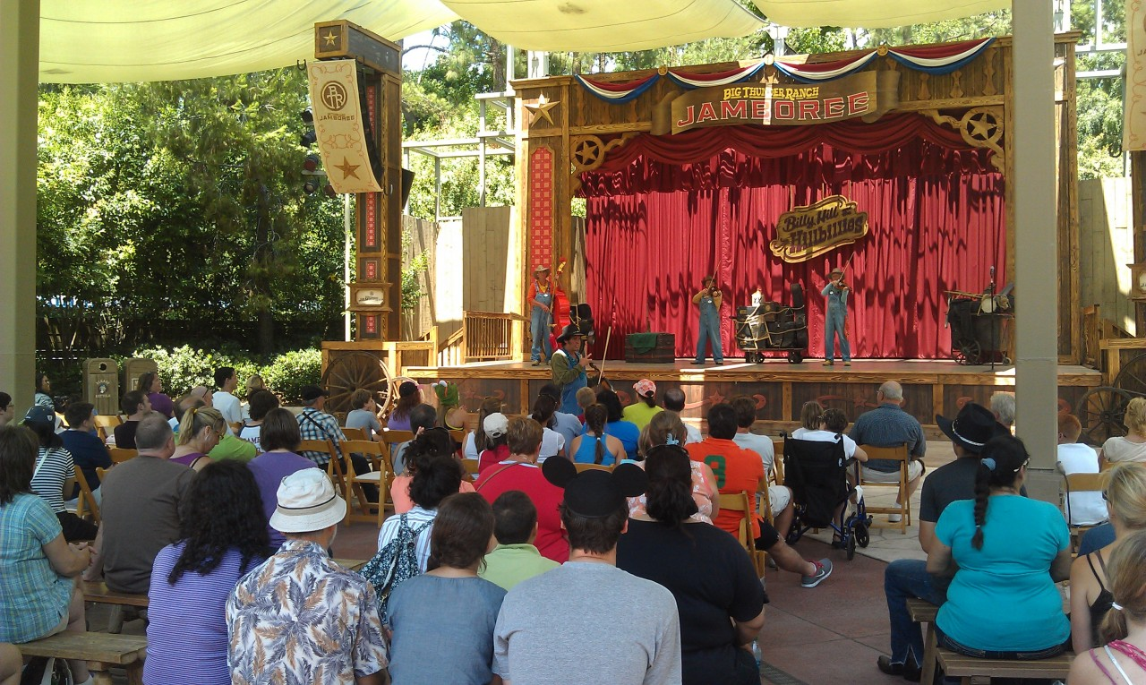 A decent crowd at the Billies this afternoon.  Note only one more show today at 3:00.  The Jamboree closes early today.