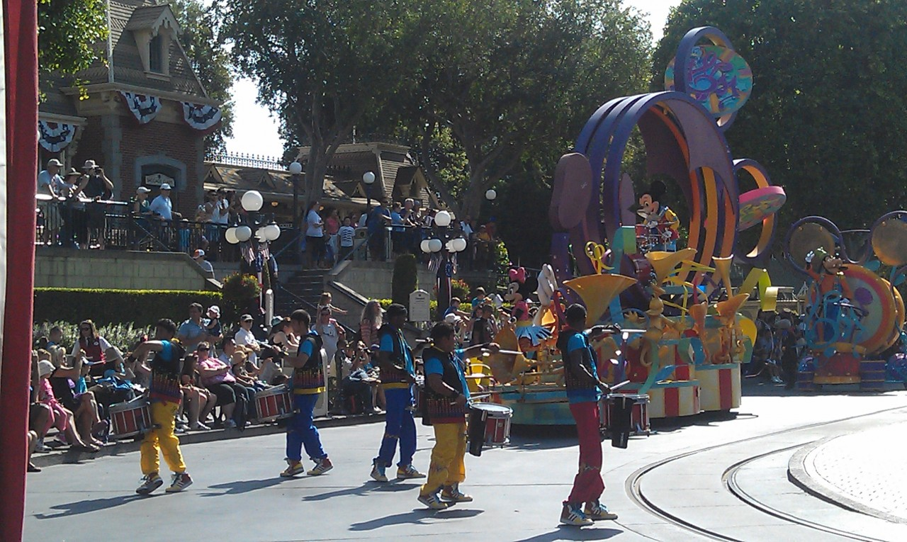 Back to #Disneyland.  Soundsational in Town Square