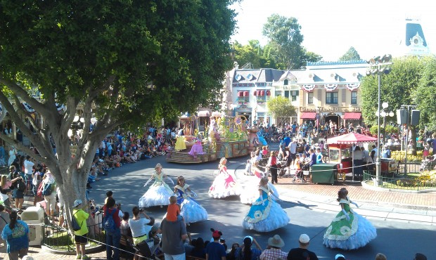 Sounsational passing through Town Square