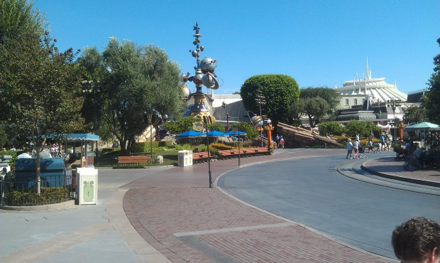 Mid sept plus 100 degree weather leads to some open space at #Disneyland