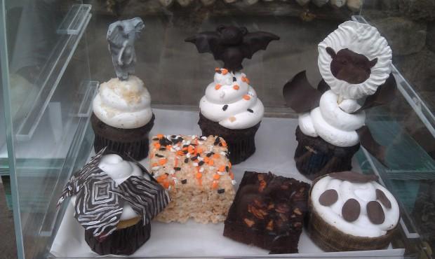 A variety of cupcakes at Kusafiri