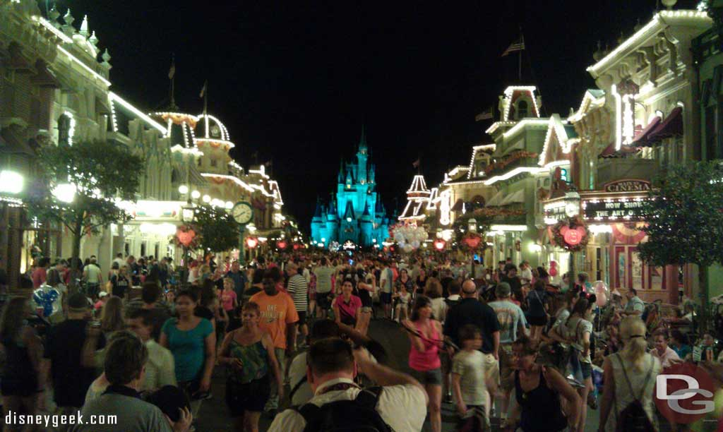 Back to the Magic Kingdom, walking down Main Street USA
