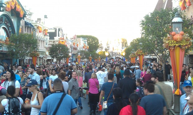 Main Street is busy this evening with the party guests entering and day guests starting to leave.