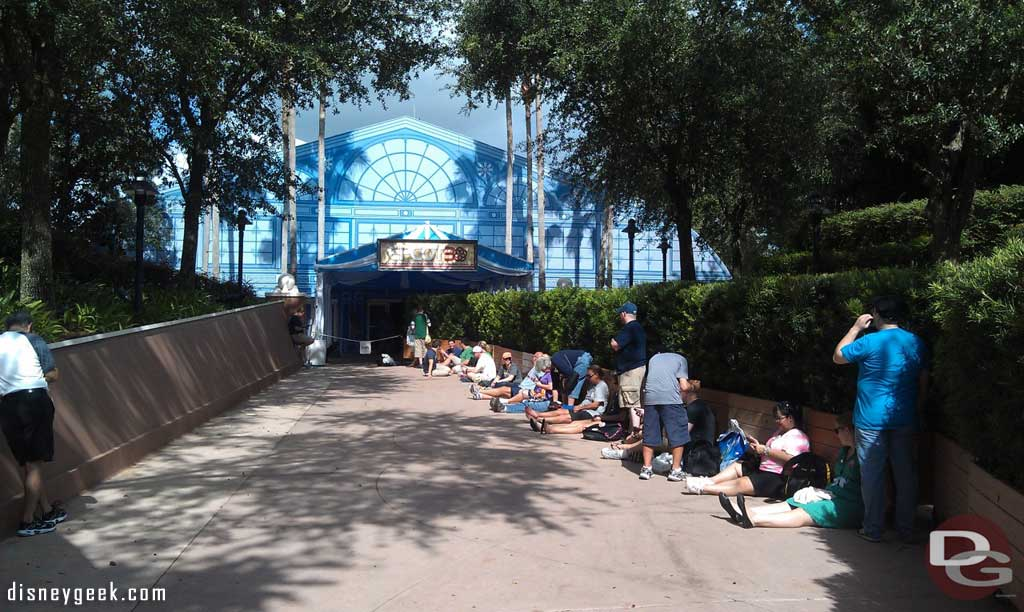 The line has started for tge 1pm presentation #Epcot30