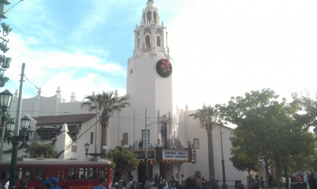 Carthay Circle this afternoon on #BuenaVistaStreet  75 years ago today Snow White premiered at the original.