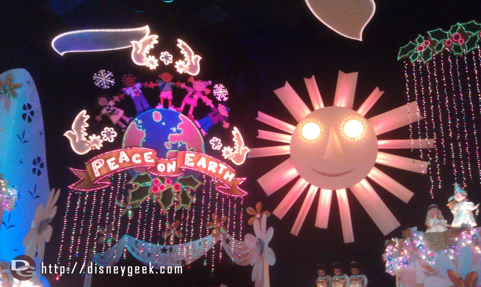 Small World Holiday – Peace On Earth finale