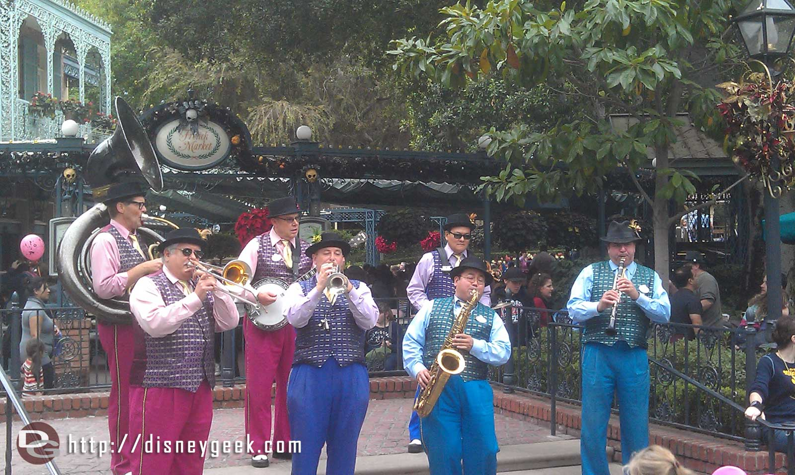 The Jambalaya Jazz entertaining the crowd in New Orleans Square