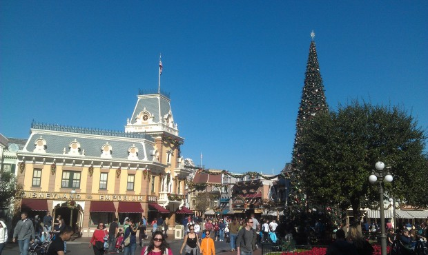 Just arrived at #Disneyland for the afternoon.