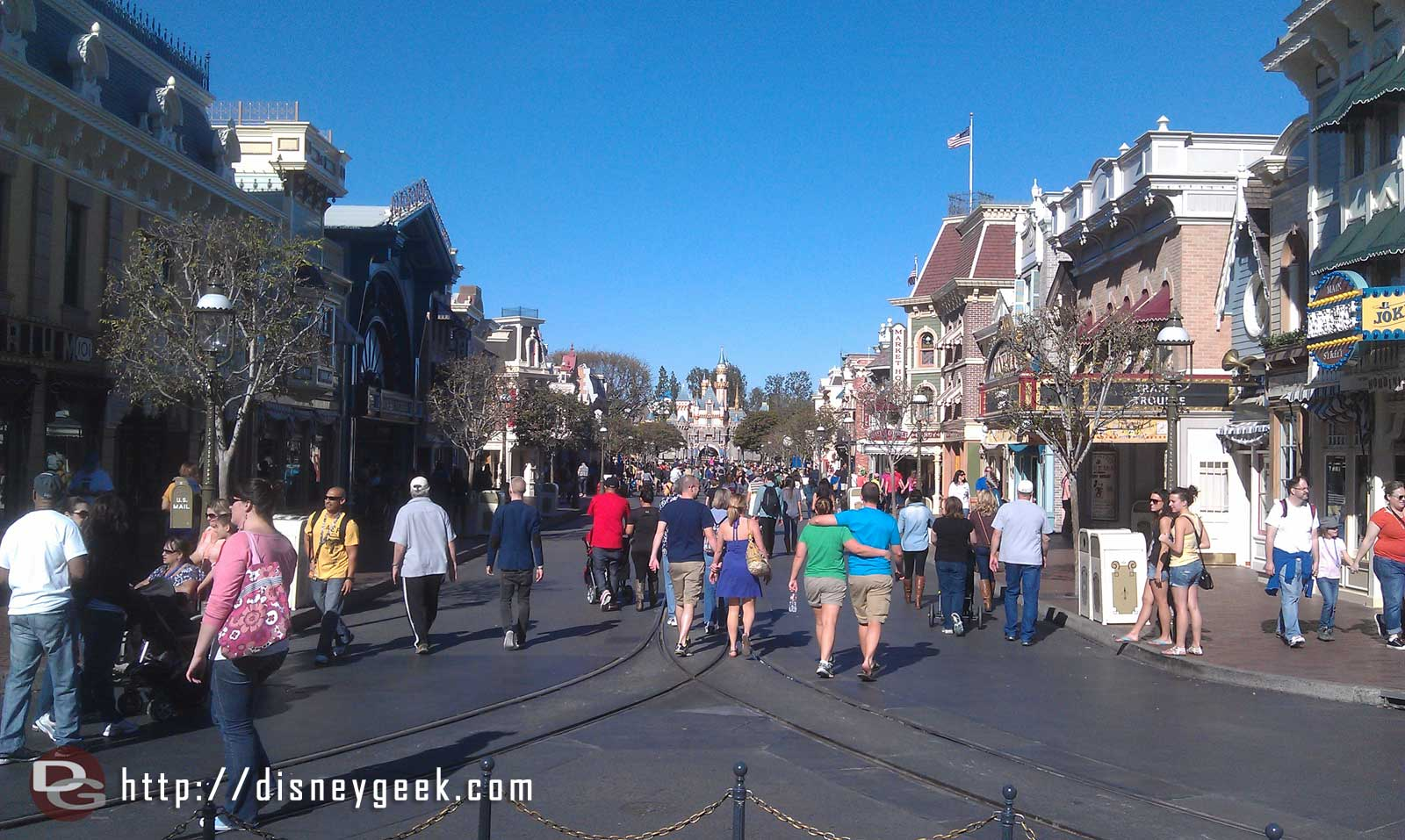 Just arrived at the #Disneyland Resort.  A look down Main Street