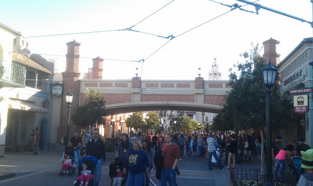 Over on #BuenaVistaStreet the Hyperion Bridge had a new color scheme.