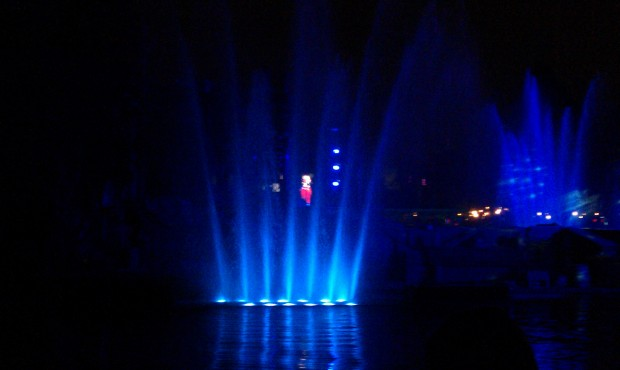 Fantasmic returns this evening, the first show just started.