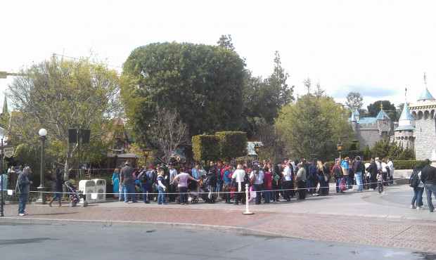 A line of Annual Passholders waiting for their preview of Fantasy Faire