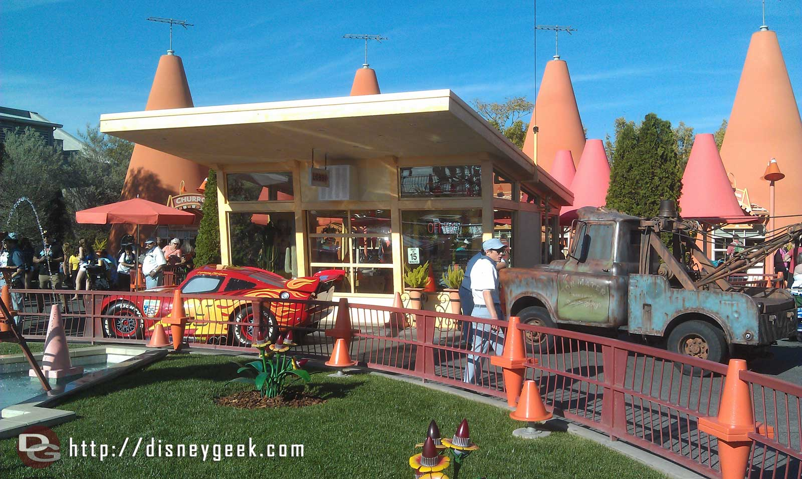 A traffic jam at the Cozy Cone as Mater and Lightening switch at the photo location
