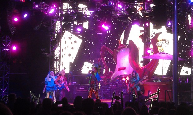 Caught the end of a #MadTParty band set