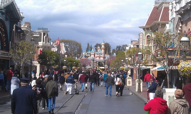 Just arrived at the #Disneyland resort for the afternoon.  A look toward the Castle on Main Street