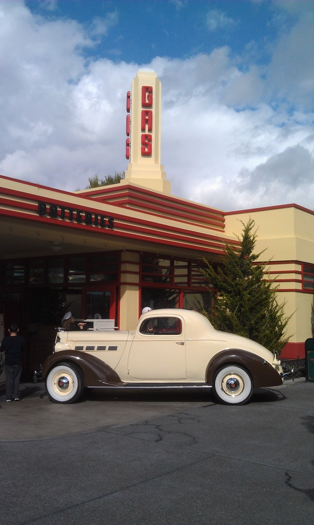 Over on #BuenaVistaStreet the Packard at Oswalds has returned since my last trip