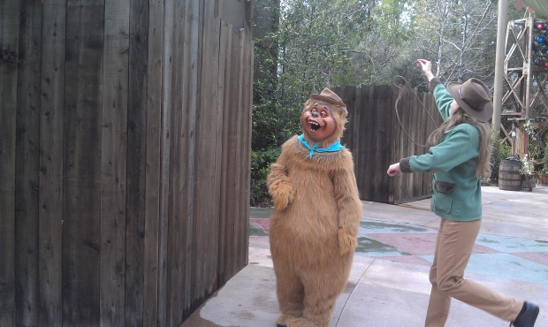 The Big Thunder Ranch is peaceful this afternoon, just a couple Country Bears roaming around