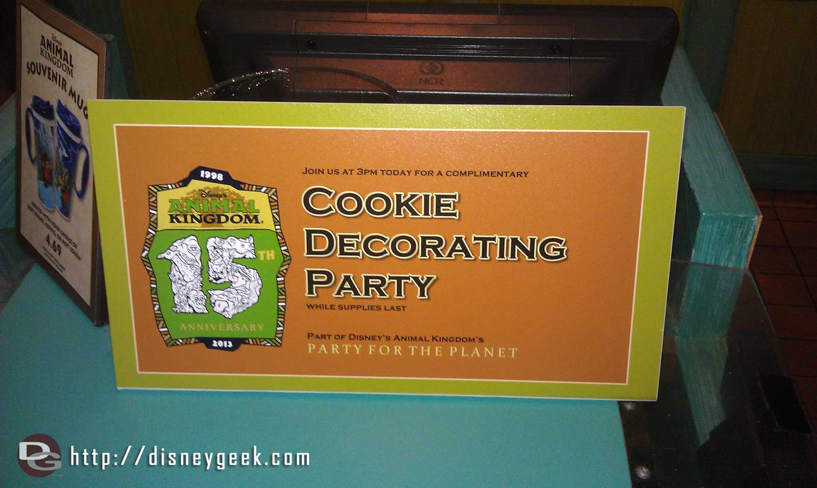 Complimentary cookie decorating at 3 pm today for #DAK15