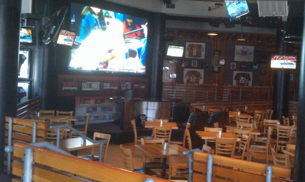 Lunch time @ ESPN Club (only the bar and a handful of tables were open today due to the light crowd)