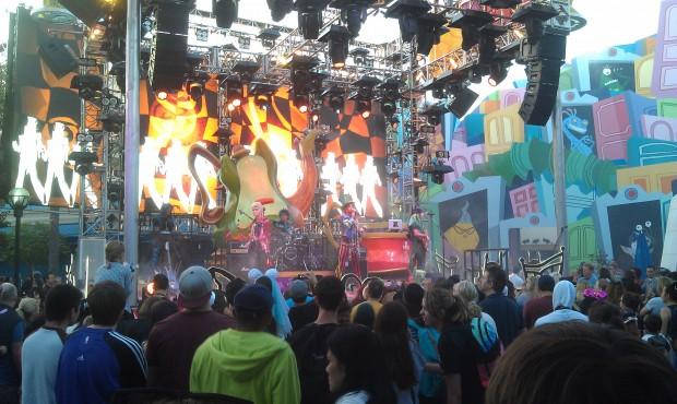 #MadTParty kicking off for the evening.