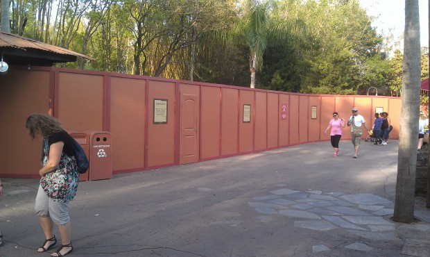 More walls this time between the restroom and Everest queue