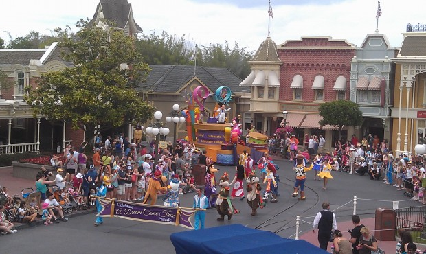 The 3:00 parade...  the MK really needs an updated parade
