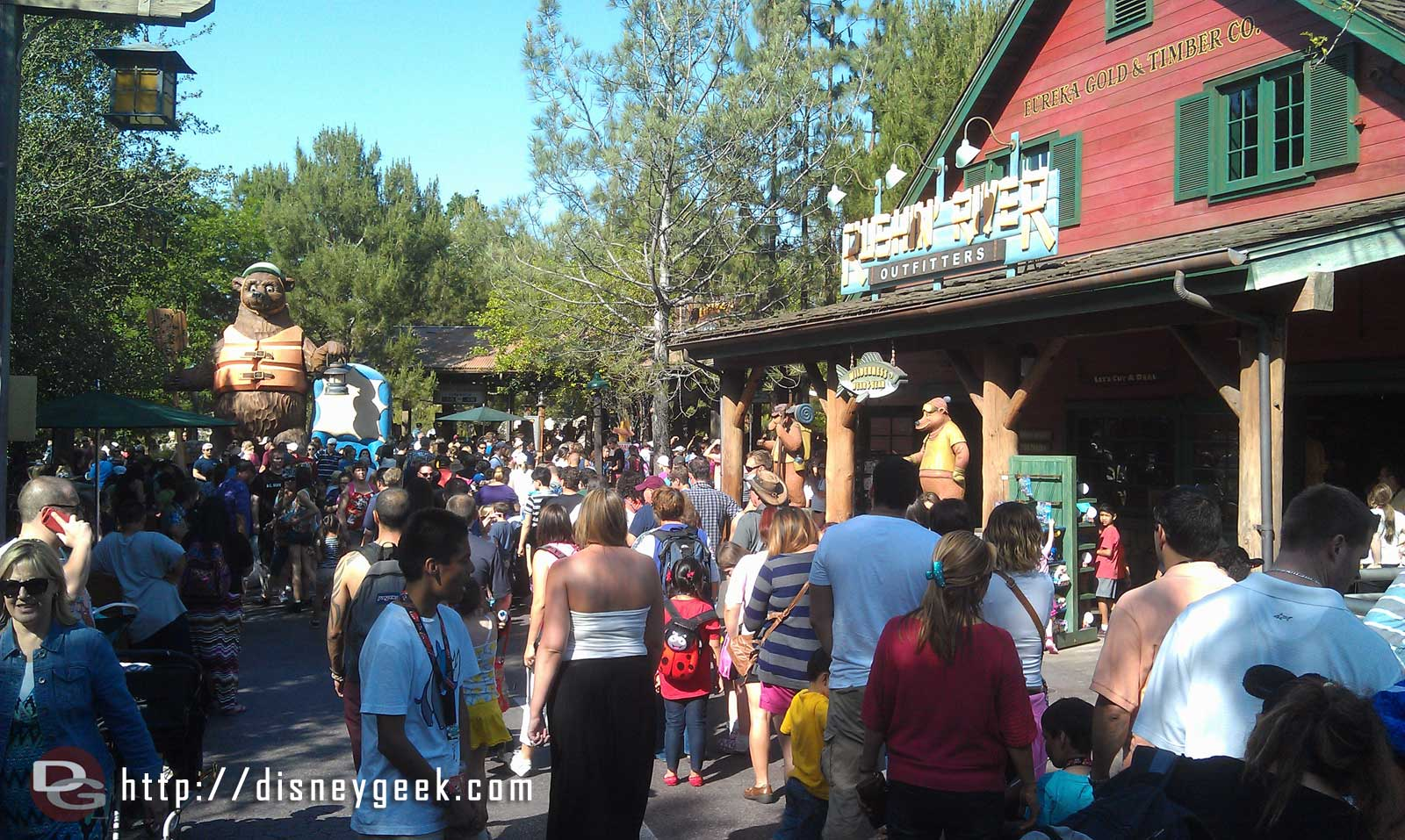 The Fastpass return line for GRR spilled out to the walkway and backed up past the shop.  Standby posted at 55 min