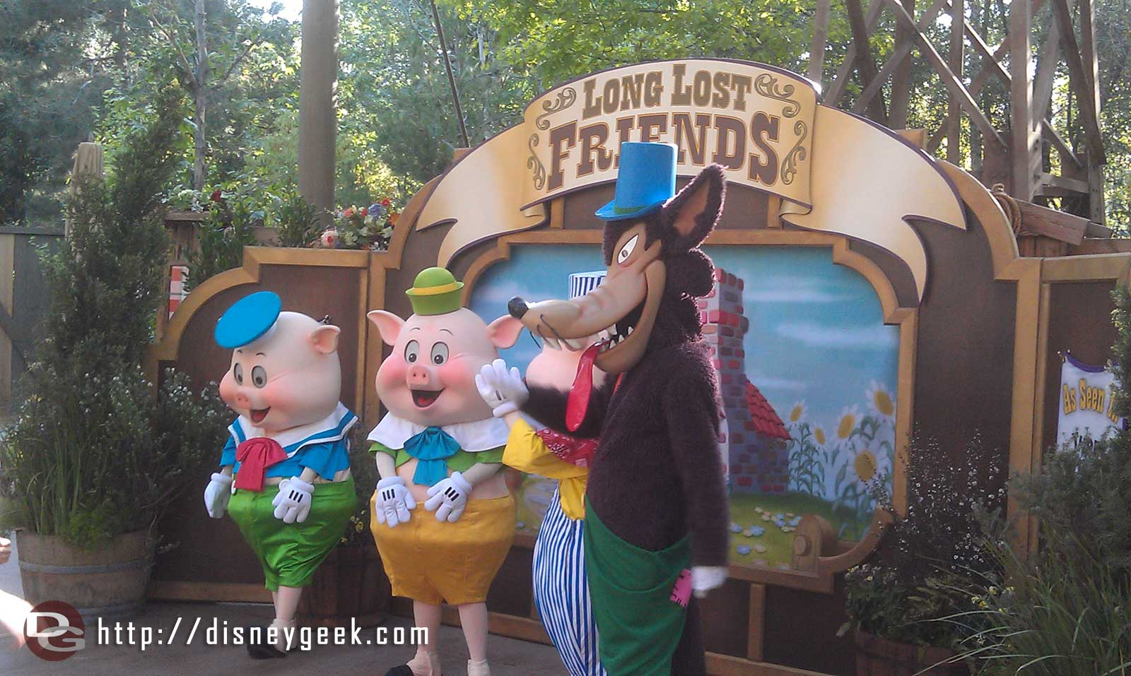 The Three Little Pigs and Big Bad Wolf at #longlostfriendsweek #limitedtimemagic