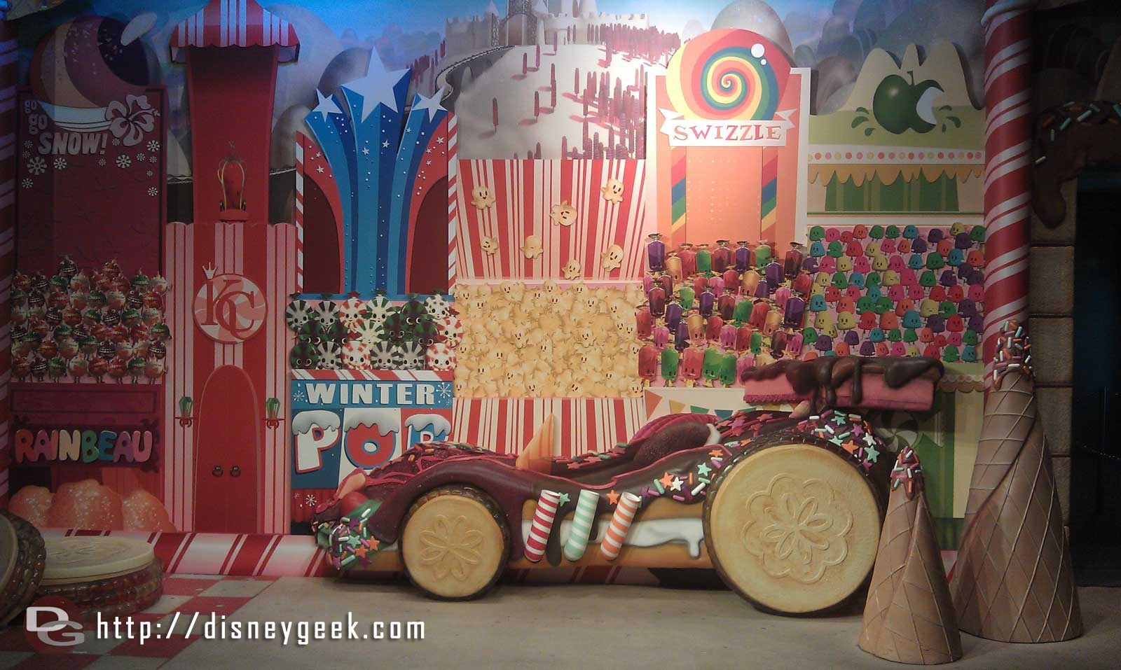 The Wreck-It Ralph photo op, nice and quiet since it doed not open till 10:30