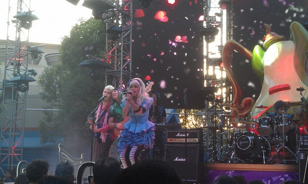 Alice and the #MadTParty band