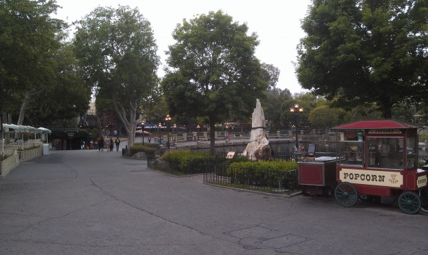 #Disneyland is nice and quiet this morning