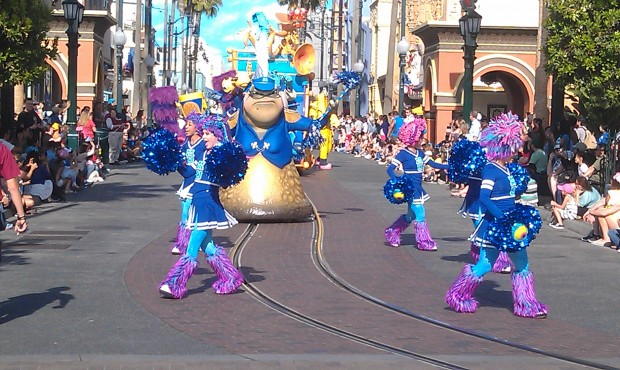 The Monsters University gang leads the Play Parade now #JustGotHappier
