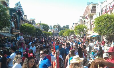 Main Street after Soundsational can best be described as organized chaos.. but it sort itself out quickly usually.