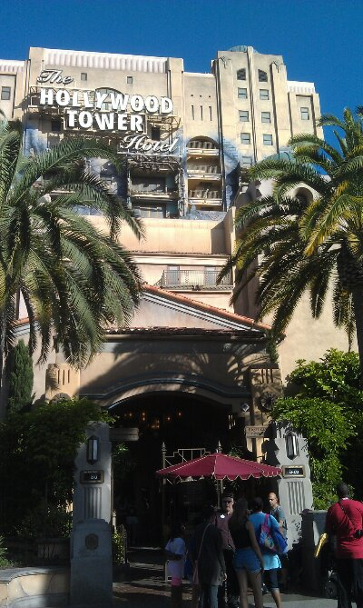 Tower of Terror posted wait of 90min #GradNite