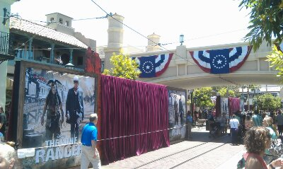 The backgrounds along #BuenaVistaStreet