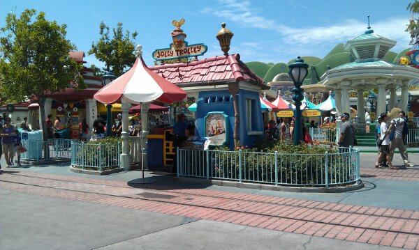 The Jolly Trolley is MIA in Toontown, hopefully backstage for an update…  Remember when it used to be more than a photo op?